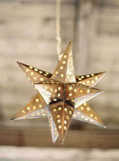 Little stars for the placesettings. As a favor for people to use as a christmas ornament?