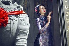 Người đẹp đã chọn cho mình những thiết kế áo dài cách tân bằng gấm hoa rực rỡ để đón xuân Ất Mùi.