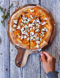 Pizza Bianco with Sweet Potatoes, Chèvre and Honey Healthy Cheat Meals, Perfect Pizza, Vegetarian Recipes, Healthy Recipes, Dessert Pizza, Recipes From Heaven, Vegan Treats, Soul Food, Baby Food Recipes