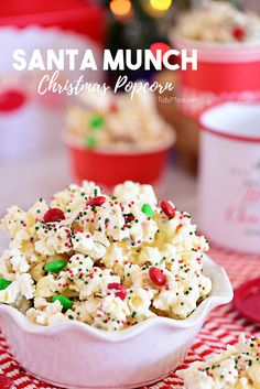 Santa Munch Christmas Popcorn is an easy treat that's perfect for gifts and parties. Salty popcorn, M&Ms and sprinkles covered in white chocolate for an irresistible snack mix even Santa will love. Christmas Snack Mix, Christmas Popcorn, Christmas Sprinkles, Holiday Snacks, Christmas Cooking, Christmas Desserts, Christmas Treats, Holiday Recipes, Christmas Parties