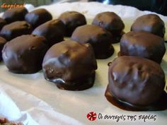 Chocolates with spoon sweet - World Cuisine Audition Greek Sweets, Greek Desserts, Greek Recipes, Vegan Desserts, Dessert Recipes, Greek Cake, Home Made Candy, Happy Foods, Time To Eat