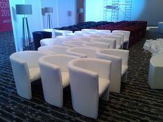 Hotel Luxury Arts - preparando el evento para AXA SEGUROS - Sillones Umbría (Blancos, nbegros, grises y rojos)