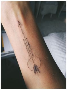 Photos] Arrow Tattoo on the hand - symbol of strong-willed character Family Tattoos, Mom Tattoos, Arrow Tattoos, Body Art Tattoos, Tribal Tattoos, Small Tattoos, Triangle Tattoos, Ankle Tattoos, Arrow Tattoo Arm