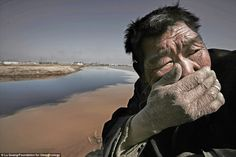 Stench: A shepherd by the Yellow River cannot stand the smell, Inner Mongolia, China ...
