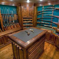 Something similar to the for the gun/vault room. Need some sort of counter in there Gun Vault, Weapon Storage, Gun Storage, Gun Safe Room, Reloading Room, Hidden Gun, Gun Rooms, Trophy Rooms, Modern Shelving