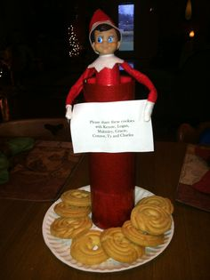 Marvin the elf has cookies to share!