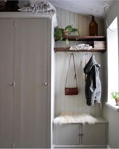 Discover recipes, home ideas, style inspiration and other ideas to try. Cottage In The Woods, Cottage Homes, Cool Rooms, First Home, House Rooms, Cozy House, Mudroom, Decoration, Interior Inspiration