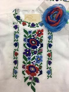 Fleurs bordures Palestinian Embroidery, Pakistani Dresses, Cross Stitch Designs, Handmade Art, Hand Embroidery, Diy And Crafts, Crochet Patterns, Sewing, Knitting