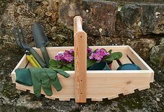 Handmade Wooden Garden Trugs Wooden Pallet Crafts, Wooden Barn, Wood Crafts, Diy Projects To Try, Crafts To Do, Wood Projects, Green Woodworking, Woodworking Projects, Garden Retreat Ideas
