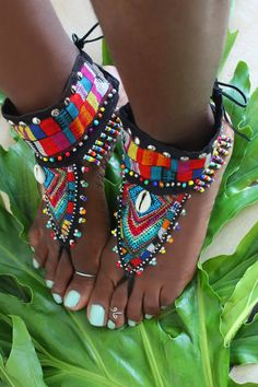 Maasai Mala Tribal barefoot sandals by LotusRootsCreations on Etsy Bohemian Mode, Bohemian Lifestyle, Bohemian Style, Boho Chic, Bohemian Outfit, Masai Mode, African Accessories, Fashion Accessories, African Wear