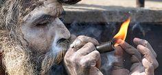 Os sadhus indianos (homens sagrados) têm fumado chillums por milhares de anos, e o significado espiritual é comparável à ingestão de vinho tinto pelos católicos.