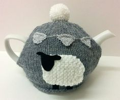 Farming Today. De-ann Black @Deann_Black For @BBCRadio4 #KnitR4 #FarmingToday here's a Tea Cosy & Sheep incl the pattern. art.de-annblack.com/vintage/grey-t… pic.twitter.com/h4m1YKTAIC (De-ann Black)
