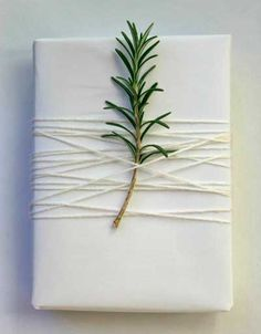 envolver regalos de navidad  con ramitas de romero #gifts #wrapping #paper…