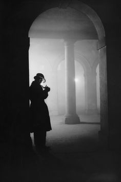 23 December 1935: Temple | 26 Haunting Photos Of The London Fog