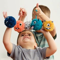 Watch our instructional video on making yarn pom pom monsters with your little ones! This kid's craft is completely safe and encourages creativity
