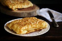 """Οι καλές τυρόπιτες πρέπει να μετονομαστούν σε τυροπιτάρες για να """"αποκαλύπτεται"""" το """"μεγαλείο"""" της ποιότητας και της γεύσης! Cooking Time, Cooking Recipes, Greek Pita, Good Food, Yummy Food, Greek Recipes, Food Porn, Brunch, Dessert Recipes"""