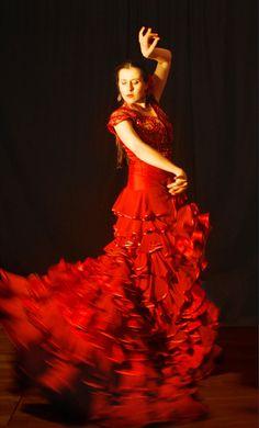 Afficher l'image d'origine Kinds Of Dance, Just Dance, Flamenco Dancers, Ballet Dancers, Dance Art, Dance Music, Spanish Dancer, Salsa Dancing, Dance Photos