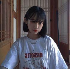 korean girl short hair ~ korean girl - korean girl aesthetic - korean girl fashion - korean girl groups - korean girl ulzzang - korean girl short hair - korean girl aesthetic faceless - korean girl names Ulzzang Short Hair, Ulzzang Korean Girl, Cute Korean Girl, Cute Asian Girls, Ulzzang Hairstyle, Short Hair With Bangs, Girl Short Hair, Hairstyles With Bangs, Girl Hairstyles