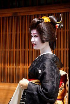 https://flic.kr/p/HX8pwG   京都の花(君ひろさん)   20160615-DSC03281 宮川町芸妓君ひろさんの衿替え