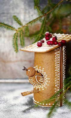 cute round gingerbread cookie bird house design decorated with royal icing, a holiday baking idea Christmas Cooking, Christmas Desserts, Diy Christmas Gifts, Christmas Treats, Christmas Time, Christmas Gingerbread House, Nordic Christmas, Gingerbread Cookies, Holiday Baking