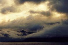 Wolken treiben im Fjord, Foto: S. Kretschmer