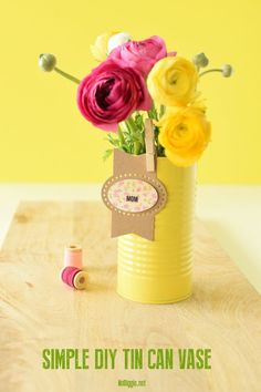 Simple DIY Tin Can Vase for a gift or a sweet flower arrangement for MOM. : Simple DIY Tin Can Vase for a gift or a sweet flower arrangement for MOM. Shade Flowers, Simple Flowers, Diy Flowers, Flower Bouquet Diy, Flower Vases, Vase Arrangements, Flower Arrangement, Easy Diy, Simple Diy