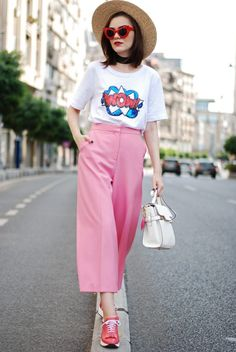 Exclusive Fashion Tips For Petite Girls in 2020 Big Fashion, Trendy Fashion, Fashion Models, Fashion Outfits, Fashion Tips, Fashion Black, Vintage Fashion, Red Cat Eye Sunglasses, White Crossbody Bag