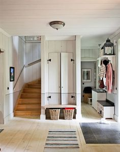 mudroom entry mudroom would be perfection in my house Decoration Entree, Interior And Exterior, Interior Design, Humble Abode, Home Fashion, Mudroom, My Dream Home, Future House, Small Spaces