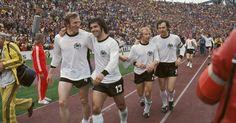 Franz Beckenbauer 1974   Georg Schwarzenbeck, Gerd Müller, Berti Vogts und Franz Beckenbauer ...
