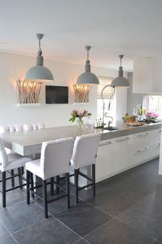 Mijn vergaarbak van leuke ideeën die ik wil toepassen in mijn huis. - Industriele lampen, wandlampen, stoelen. Ginterieur Amerongen. zie site