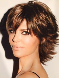 Resultado de imagem para Lisa Rinna Short Hairstyles Back View Stacked Bob Short Hair With Layers, Short Hair Cuts, Medium Hairstyles, Hairstyles Haircuts, Lisa Rinna Haircut, Haircut Styles, Hair Images, Layered Haircuts, Great Hair