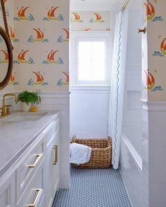 Style Profile: Amy Berry - The Glam Pad Bathroom Towels, Bathroom Sets, Bathroom Storage, Modern Bathroom, Small Bathroom, Washroom, Master Bathroom, Bathroom Beach, Gold Bathroom
