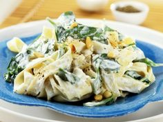 Bandnudeln mit Frischkäse, Spinat und Pinienkernen Tagliatelle with cream cheese, spinach and pine nuts is a recipe with fresh ingredients from the leafy vegetables category. Try this and other recipes from EAT SMARTER! Wonton Recipes, Veggie Recipes, Pasta Recipes, Dinner Recipes, Healthy Recipes, Cream Cheese Spinach, Cream Cheese Pasta, Traditional Italian Dishes, Best Italian Recipes