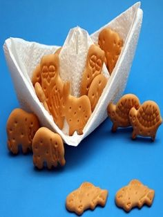 A neat way to serve snack and incorporate the story of Noah's Ark!  Fold a paper towel into a boat and fill with animal crackers :)