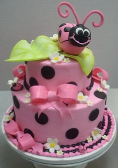Ladybug cake, for my grand daughter this is so cute Pretty Cakes, Cute Cakes, Beautiful Cakes, Yummy Cakes, Amazing Cakes, Crazy Cakes, Fancy Cakes, Fondant Cakes, Cupcake Cakes