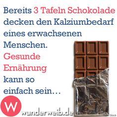 Bereits 3 Tafeln Schokolade decken den Kalziumbedarf eines erwachsenen Menschen. Gesunde Ernährung kann so einfach sein...