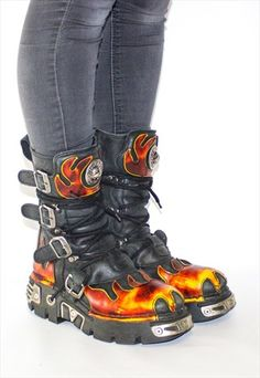 PLATFORM NEW ROCK GRUNGE PUNK FLAME GOTH BOOTS Rock Chic, Glam Rock, Rock Style, Pastel Goth Shoes, Gothic Fashion, Vintage Fashion, New Rock Boots, Goth Boots, Character Outfits