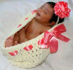 Crochet newborn baby bowl - newborn cocoon - newborn lhoto prop