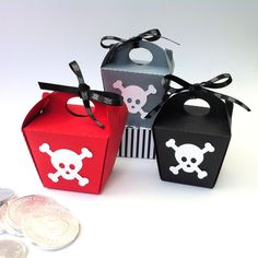 Pirate Skull Mini gift boxes. Takeout style boxes by MyPaperPlanet