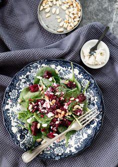 Rote Bete Salat mit Schafskäse & Pinienkernen | Dee's Küche