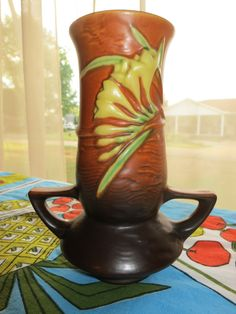 "Roseville pottery 1940s ""Freesia"" Tangerine Vase 119-7 with raised signature mark. $75.00, via Etsy. Roseville Pottery, Ceramic Pottery, 1940s, Vase, Ceramics, Antiques, Unique Jewelry, Handmade Gifts, Vintage"