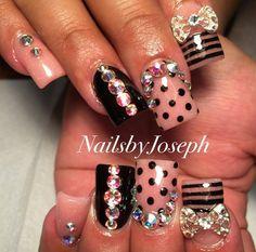 Nude & black nails