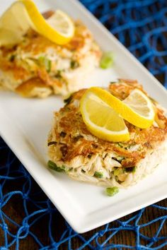 The Deen Brothers gives the classic crab cake a healthy makeover. Lump crabmeat, Italian whole wheat bread crumbs, pimientos, and mayonnaise make up this simple recipe. While the crab cakes cook, make the lemon-dill sauce to serve on the side. Sauce Recipes, Fish Recipes, Cooking Recipes, Cookbook Recipes, Salmon Recipes, Seafood Recipes, Yummy Recipes, Paula Deen Crab Cakes, Oyster Stew
