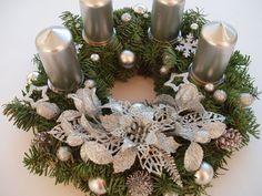 Christmas Wreaths, Christmas Decorations, Holiday Decor, Christmas Candle Holders, Christmas Inspiration, Candles, Flowers, Diy, Home Decor