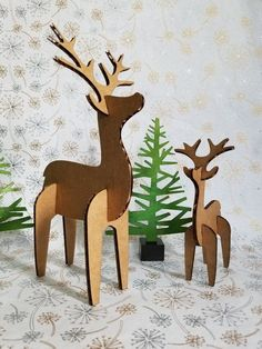 bricolage Kit cerf Duo - recyclé carton cerf - décoration de Noël l'hiverVacances bricolage Kit cerf Duo - recyclé carton cerf - décoration de Noël l'hiver Santa Claus doll with wooden sleigh and reindeer DEER FIGURINE Woodland animals Nursery decor Baby Christmas Deer, Simple Christmas, Winter Christmas, Christmas Ornaments, Minimal Christmas, Christmas Games, Cardboard Crafts, Paper Crafts, Cardboard Recycling