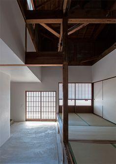 インテリアデザイナーと建築家が恊働し、セレクトショップのオーナー夫婦のセンスが活かせる空間に改修。住み心地にも配慮して、断熱性能も強化。