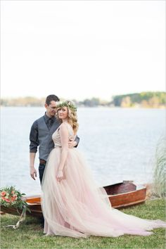 Romantic lakeside engagement ideas. #engagementportraits #elegantweddingideas #weddingchicks Captured By: Holeigh V Photography ---> http://www.weddingchicks.com/2014/04/25/table-for-two-romantic-engagement/