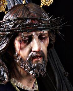Oración de Sellamientoy Protección a  la SANGRE DE CRISTO.  Yo(N.N)me coloco a los pies de Jesucristo y me rindo a su Señorío me ato a su santa voluntad me amarro con los lazos infinitos de su misericordia abro mi corazón de par en par para que penetre e invada todo mi ser.  En el nombre de Nuestro Señor Jesucristo muerto y resucitado yo clamo y reclamo su preciosa sangre sobre mi sobre mi familia sobre mis bienes espirituales y materiales.  Yo sello mi corazón para que con tu Sangre…