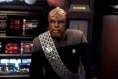 Die Sendung mit der Maus erhielt einen Vorspann auf Klingonisch. Weil ein Fan sich so sehr mit dieser Fantasiesprache beschäftigt hat, dass er sogar eine Oper auf Klingonisch geschrieben hat.  https://goo.gl/YUdG5x