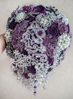 This listing is for Cascading Purple and Silver wedding brooch bouquet. The price for this bouquet depends on the size: 6x8 bouquet......................$220.00 7x9 bouquet......................$300.00 8x11 bouquet....................$380.00 9x13 bouquet....................$450.00 The sizing is across the base, NOT the top of the bouquet! Shipping takes 8-14 days + 3-4 weeks for making the bouquet. Please, contacte me for rush order price & schedule. This bouquet can be made in any color…